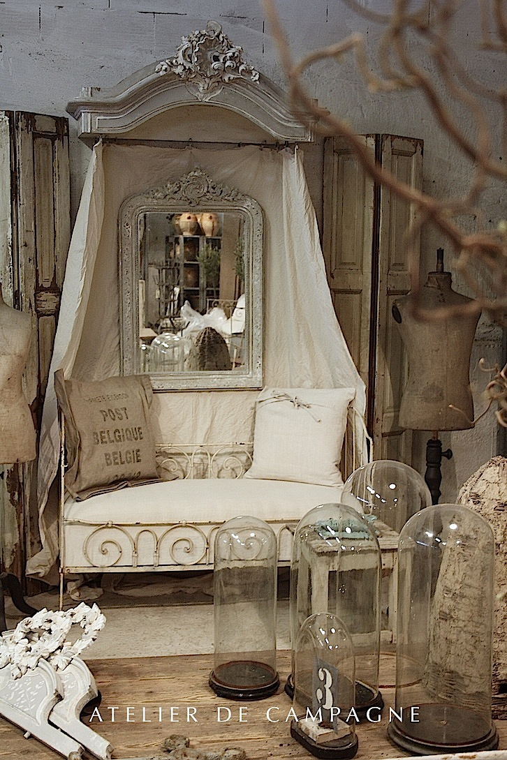 sold 20 035 daybed canopy louis xv sold. Black Bedroom Furniture Sets. Home Design Ideas