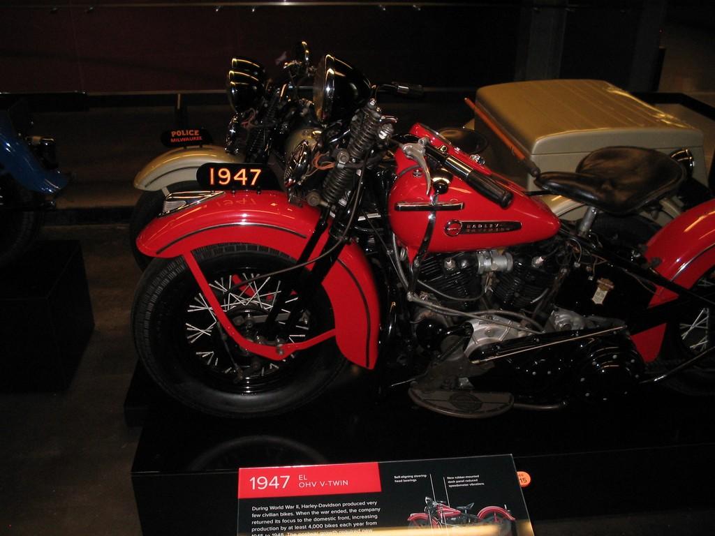 /gallery/original_paint/red_1936-1947/1947_fl_knuckle_flight_red/hdarchives01.jpg!