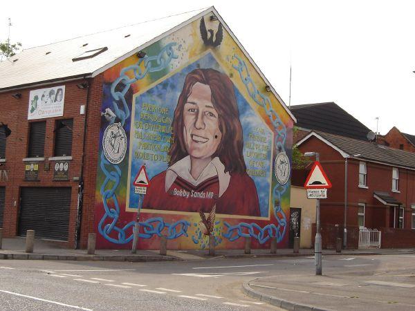 Vbl peal in b al feirste voetbal in belfast for Bobby sands mural