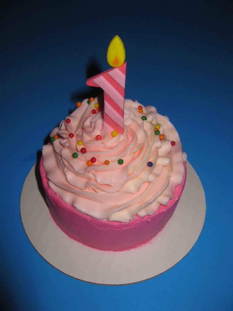Later smash cake made to match the birthday girl s big cupcake cake